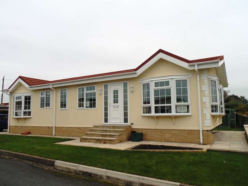 2 Bedrooms Park Home Mobile Home for sale in SP1069, Enfield, Middlesex, EN2 9JF