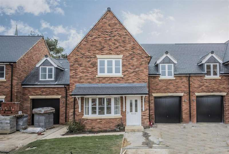 3 Bedrooms Semi Detached House for sale in Braybrooke Chase, Braybrooke