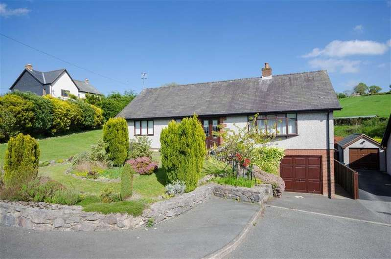 3 Bedrooms Detached Bungalow for sale in Bryn Elwern, Gwyddelwern, Corwen