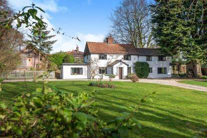 5 Bedrooms Detached House for sale in Little Melton, Norwich, Norfolk