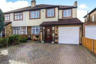 3 Bedrooms Semi Detached House for sale in Lynton Close, Chessington, Surrey, Chessington