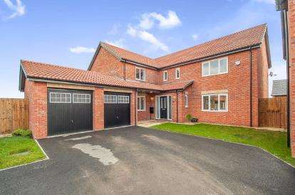 5 Bedrooms Detached House for sale in Leon Drive, Peterborough, Cambridgeshire, United Kingdom