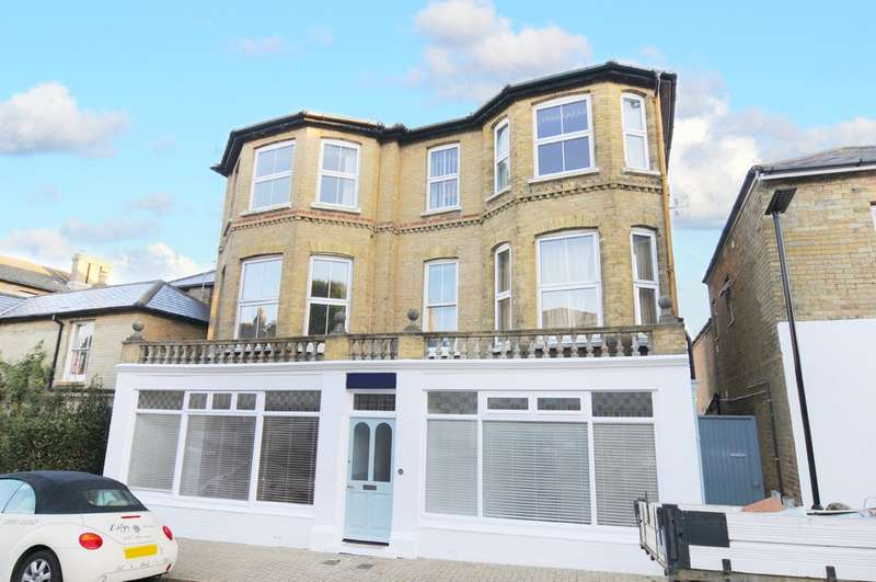 3 Bedrooms Ground Flat for sale in Seaview, Isle Of Wight