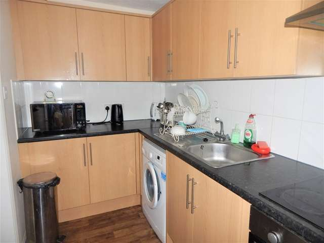 2 Bedrooms Apartment Flat for sale in Longlands Court, Spring Grove, Mitcham, Surrey, CR4