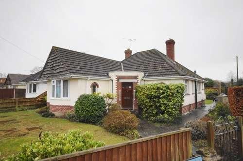 2 Bedrooms Bungalow for sale in Heston Way, West Moors, Dorset