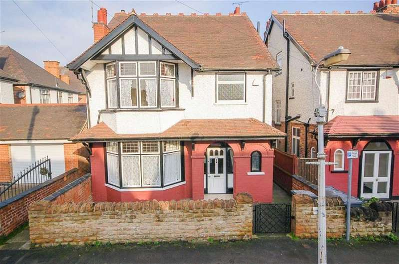 5 Bedrooms Detached House for sale in Sandringham Avenue, West Bridgford