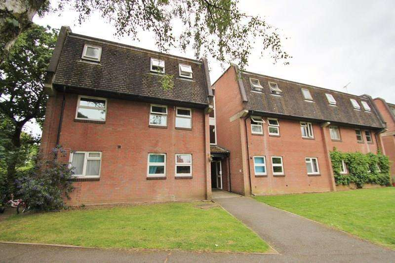 3 Bedrooms Flat for sale in Moorlands Road, West Moors, Ferndown