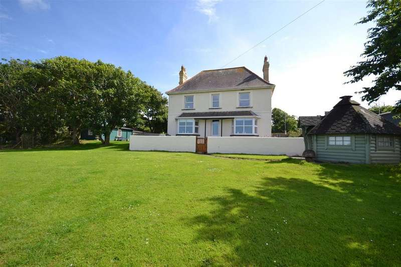 4 Bedrooms Detached House for sale in Trefin