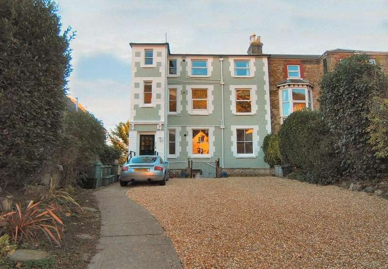 2 Bedrooms Flat for sale in Grove Road, Ventnor, Isle of Wight,