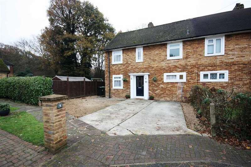 3 Bedrooms Semi Detached House for sale in Almond Close, Bromley