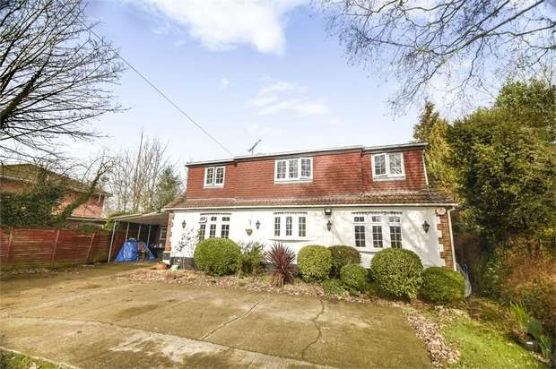 5 Bedrooms Detached House for sale in Weir Place, Staines-upon-Thames, Surrey