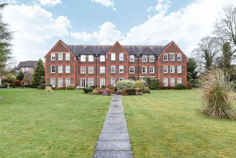 3 Bedrooms Flat for sale in West Court, West Drive, Sonning On Thames, RG4