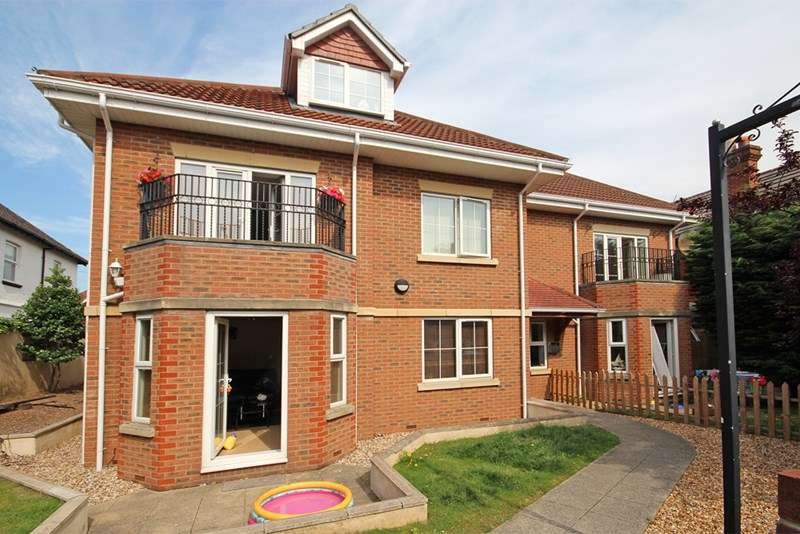 2 Bedrooms Flat for sale in Belle Vue Road, Southbourne, Bournemouth