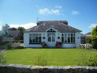 4 Bedrooms Bungalow for sale in Swanlow Lane, Winsford, Cheshire