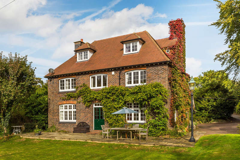 6 Bedrooms Detached House for sale in Woodhurst Lane, Oxted, RH8