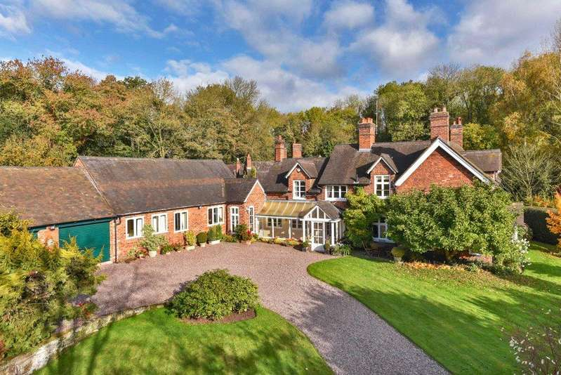 4 Bedrooms Detached House for sale in Stafford, Staffordshire