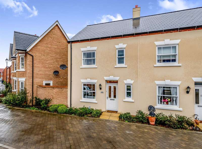 3 Bedrooms Semi Detached House for sale in Midsummer Grove, Great Denham, Bedford, MK40