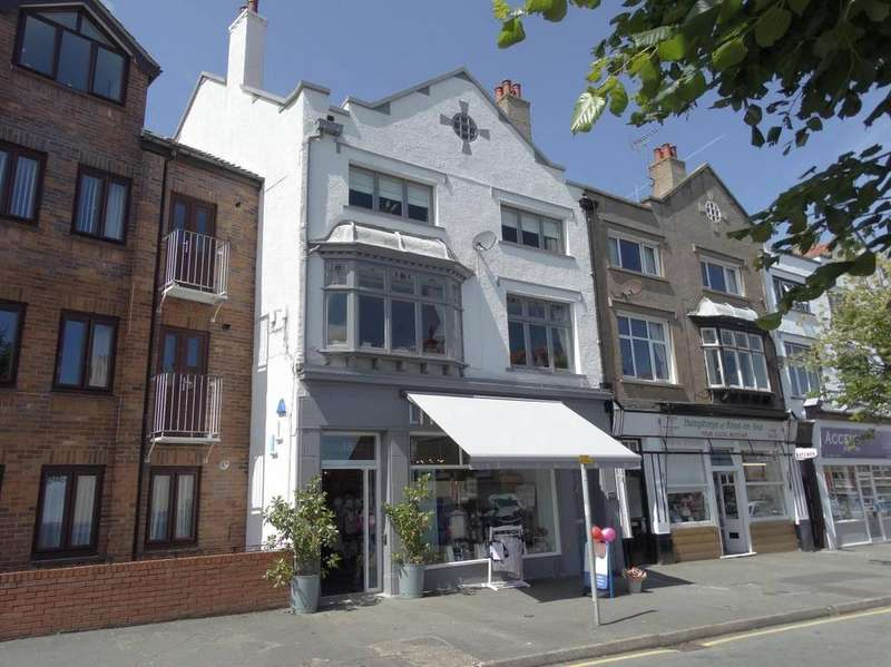 3 Bedrooms Maisonette Flat for sale in 18 18A Everard Road, Rhos on Sea, LL28 4EY