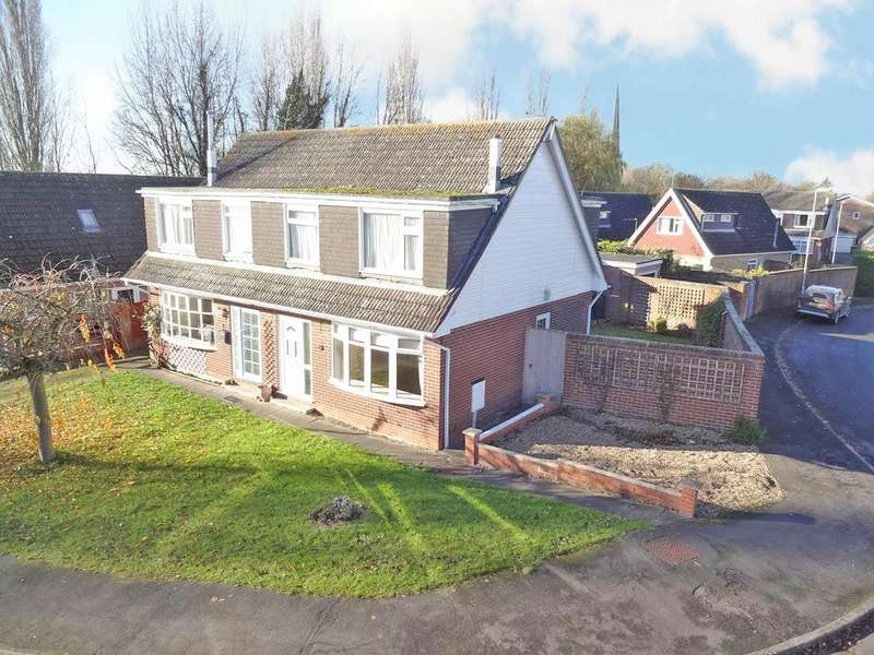 3 Bedrooms Semi Detached House for sale in Chestnut Close, Bottesford, Nottingham