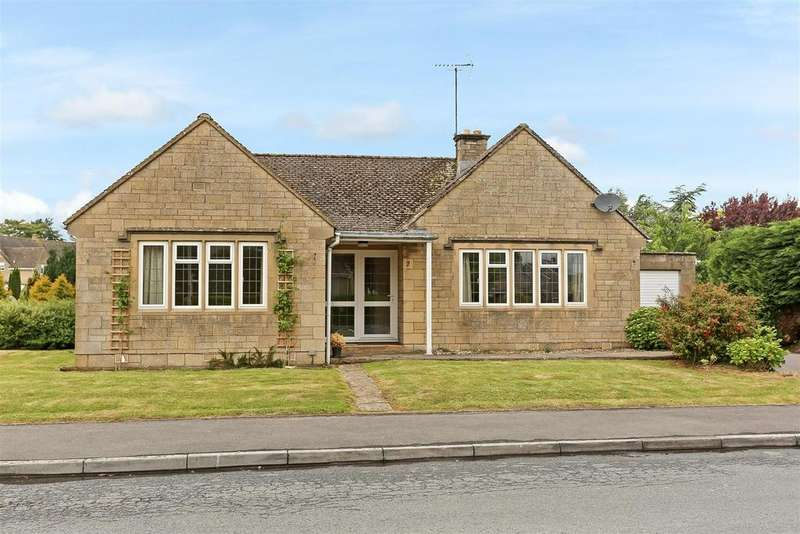 3 Bedrooms Detached Bungalow for sale in Chesterton Park, Cirencester