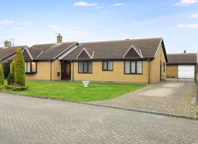 4 Bedrooms Detached Bungalow for sale in South Park, Roos, Hull