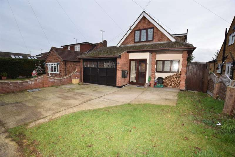 4 Bedrooms Chalet House for sale in Selbourne Road, Benfleet