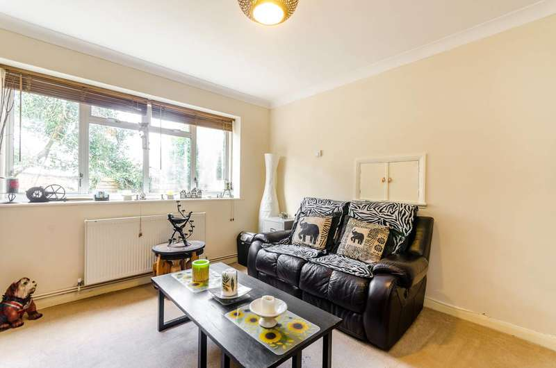 2 Bedrooms Maisonette Flat for sale in Stayton Road, Sutton, SM1