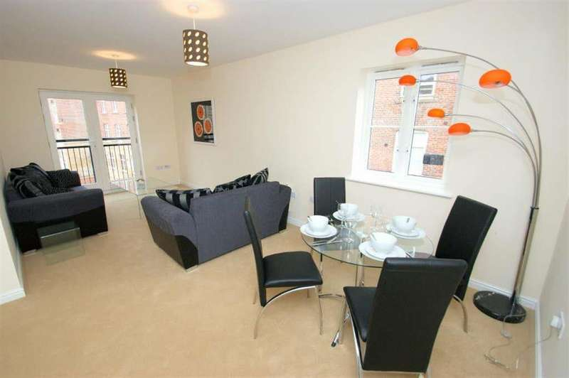 2 Bedrooms Flat for sale in Carding Court, Winker Green, LS12