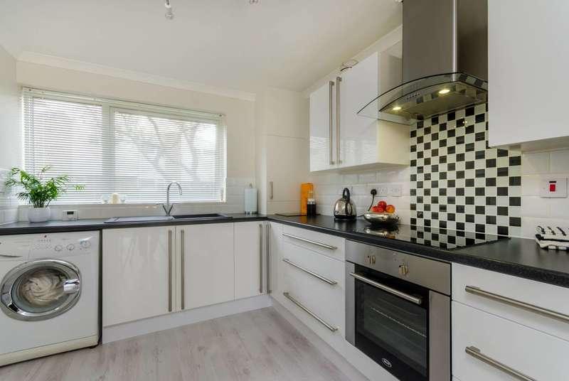 3 Bedrooms Terraced House for sale in Regency Walk, Shirley, CR0