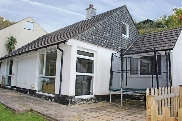 2 Bedrooms Detached Bungalow for sale in Keveral Gardens, Seaton, Torpoint, Cornwall