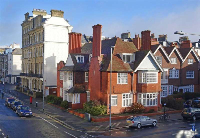 Detached House for sale in Grand Avenue, Hove