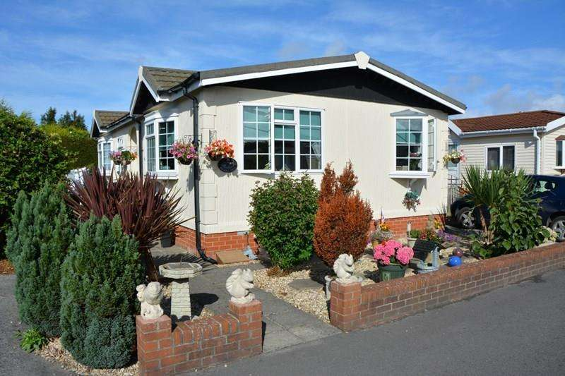 2 Bedrooms Park Home Mobile Home for sale in Claremont Park, Berrow