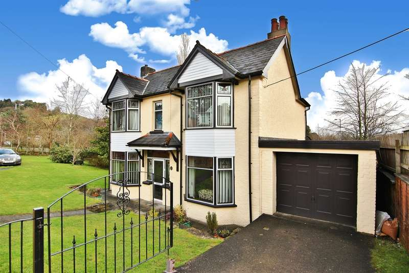4 Bedrooms Detached House for sale in Maesderwen Road, Pontymoile, Pontypool