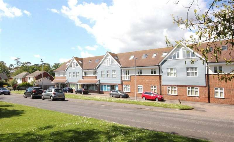 2 Bedrooms Flat for sale in Lakewood Road, Highcliffe-On-Sea, Christchurch, Dorset, BH23