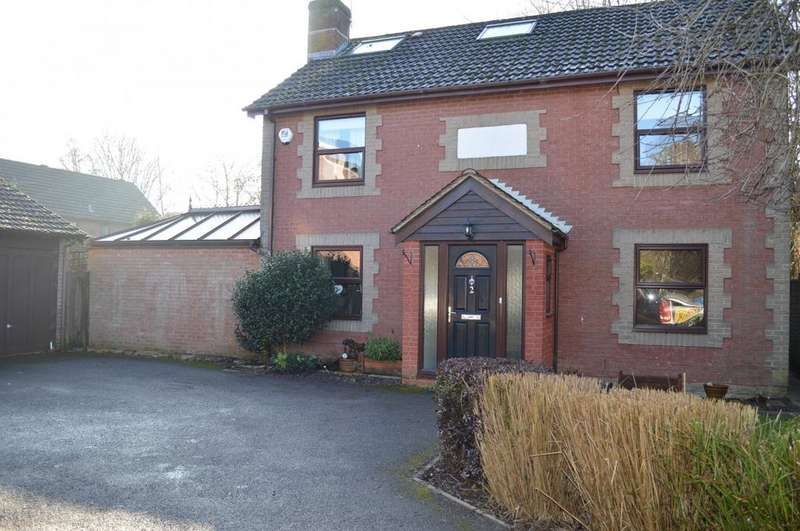 5 Bedrooms House for sale in Beech Close, Bramley