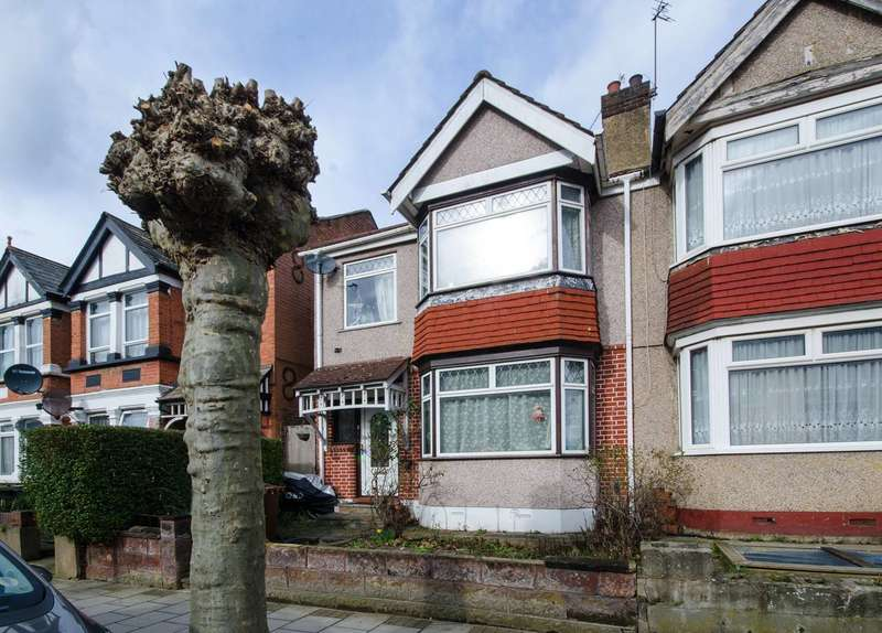 3 Bedrooms Semi Detached House for sale in Vaughan Road, West Harrow, HA1