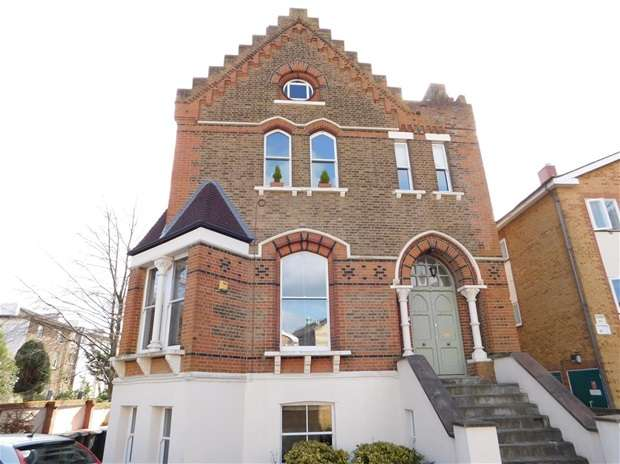 2 Bedrooms Flat for sale in Langley Road, Surbiton