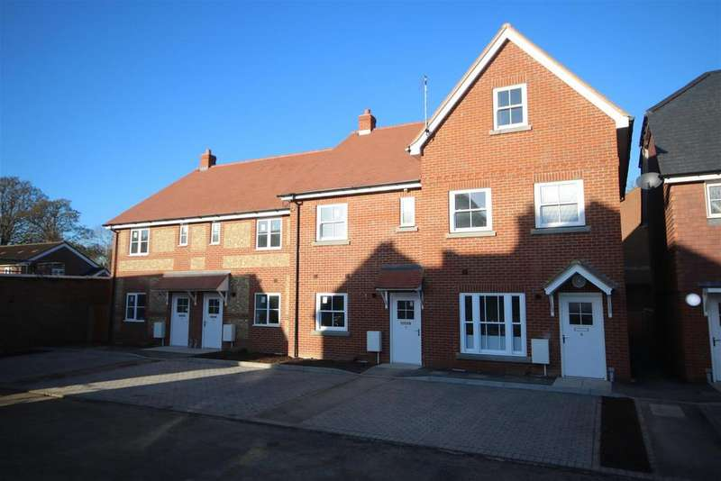 3 Bedrooms Terraced House for sale in Amesbury