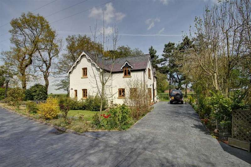 4 Bedrooms Detached House for sale in Agden Lane, Lymm, Cheshire
