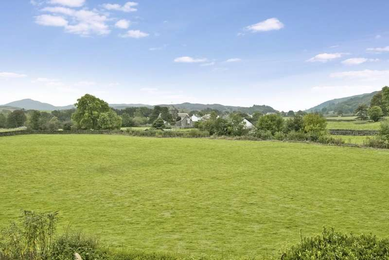 5 Bedrooms Detached House for sale in Brigg House, Coniston, Cumbria, LA21 8AY