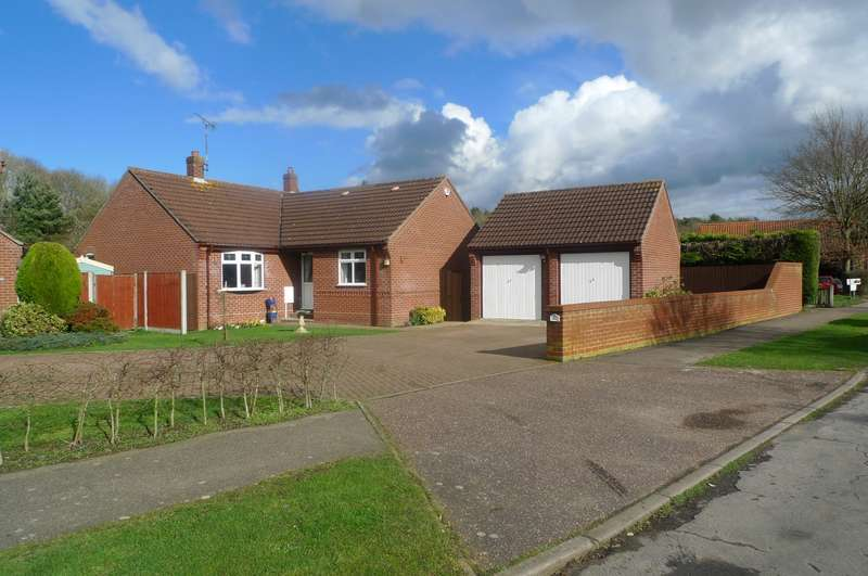 4 Bedrooms Detached Bungalow for sale in Main Road, North Burlingham, NR13