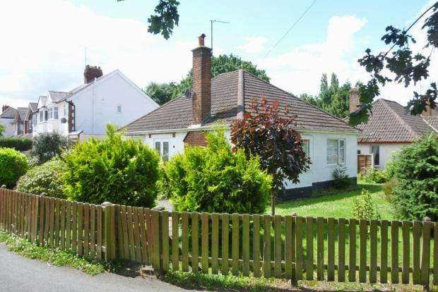 2 Bedrooms Detached Bungalow for sale in Coppice Road Finchfield Wolverhampton