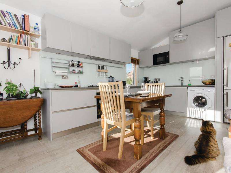 2 Bedrooms Maisonette Flat for sale in Hawthorn Road, N8