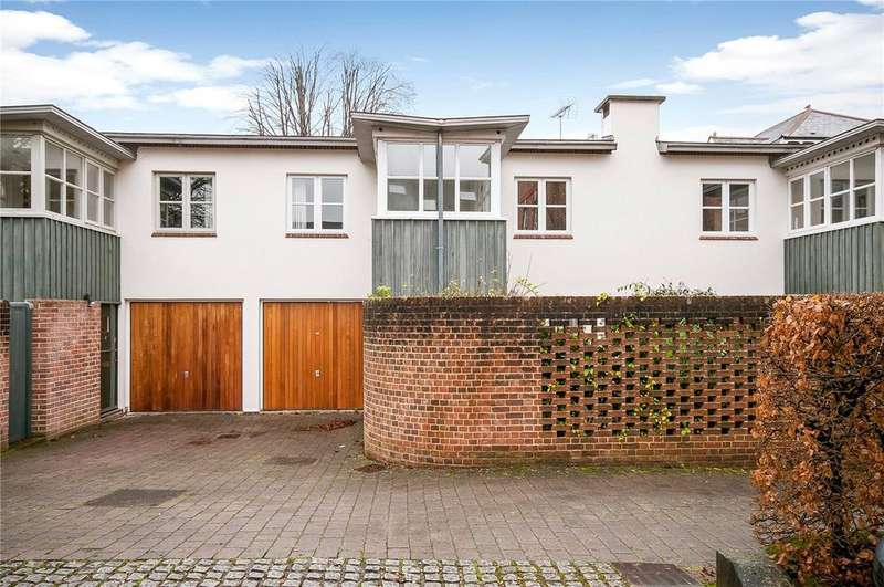2 Bedrooms Terraced House for sale in St. Thomas Mews, St. Thomas Street, Winchester, Hampshire, SO23