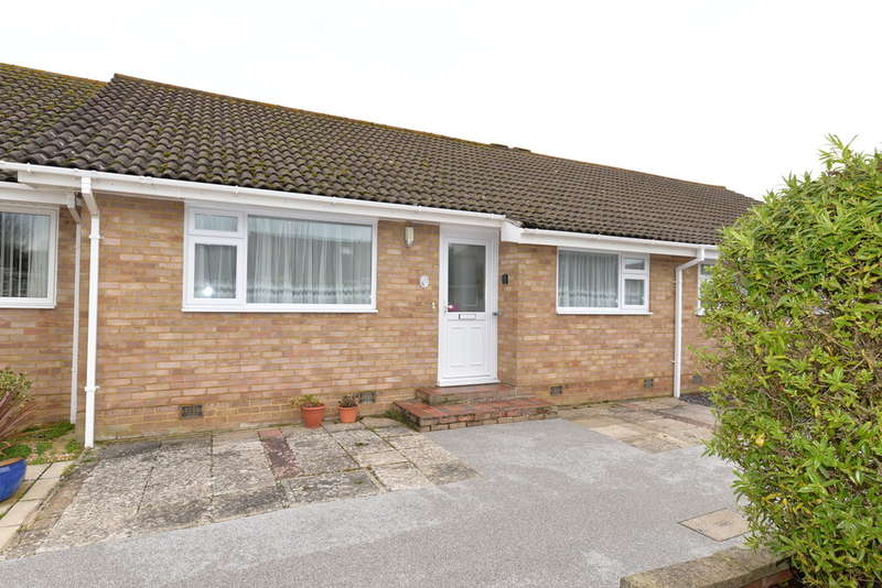 2 Bedrooms Detached House for sale in Seaway, Barton on Sea