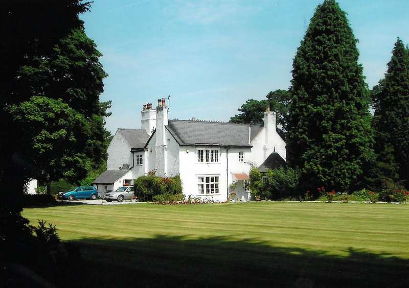 6 Bedrooms Detached House for sale in Bersham