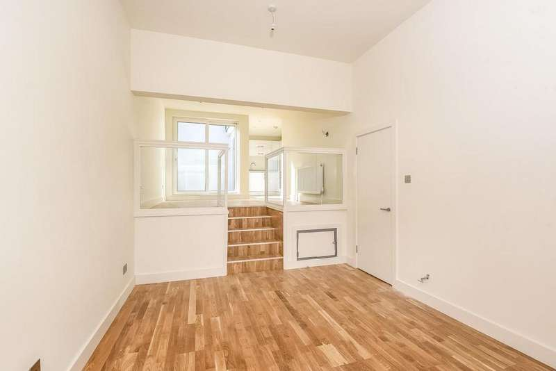 2 Bedrooms Mews House for sale in Broadway Court, The Broadway, Wimbledon, SW19