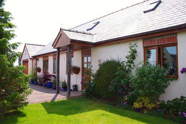 3 Bedrooms Bungalow for sale in Tretire, Nr. Ross-on-Wye