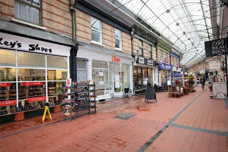 2 Bedrooms Flat for sale in Westbourne Arcade, Westbourne, Dorset, BH4