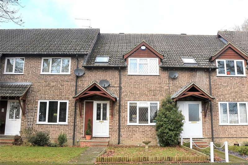 3 Bedrooms Terraced House for sale in Selborne Walk, Tadley, Hampshire, RG26